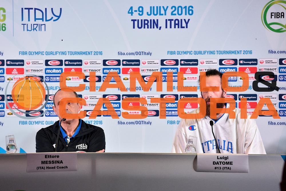 DESCRIZIONE: Torino FIBA Olympic Qualifying Tournament Finale Italia - Croazia<br /> GIOCATORE: Ettore Messina Luigi Datome<br /> CATEGORIA: Nazionale Italiana Italia Maschile Senior<br /> GARA: FIBA Olympic Qualifying Tournament Finale Italia - Croazia<br /> DATA: 09/07/2016<br /> AUTORE: Agenzia Ciamillo-Castoria