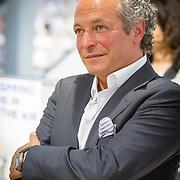 NLD/Amsterdam/20160529 , Boekpresentatie Het Groot Nederlands Knuffelboek van Gallyon van Vessem, Andre van den Toorn