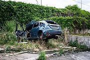 Un rottame all'interno del campo nomadi di via Candoni, Roma 18 maggio 2016. Christian Mantuano / OneShot