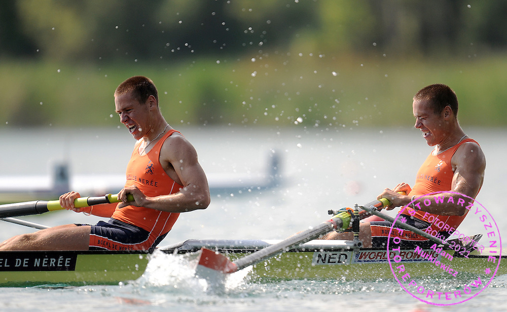 (L) TYCHO MUDA & (R) VINCENT MUDA (BOTH NETHERLANDS) COMPETE AT THE RACE MEN'S LIGHTWEIGHT PAIRS FINAL A DURING DAY 2 FISA ROWING WORLD CUP ON ESTANY LAKE IN BANYOLES, SPAIN...BANYOLES , SPAIN , MAY 30, 2009..( PHOTO BY ADAM NURKIEWICZ / MEDIASPORT )..PICTURE ALSO AVAIBLE IN RAW OR TIFF FORMAT ON SPECIAL REQUEST.