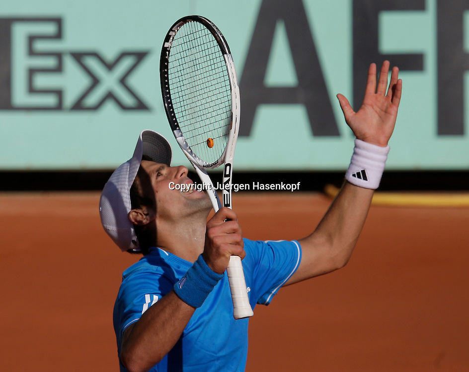 French Open 2009, Roland Garros, Paris, Frankreich,Sport, Tennis, ITF Grand Slam Tournament, .Novak Djokovic (SRB) ist frustriert,veraergert,Emotion..Foto: Juergen Hasenkopf..