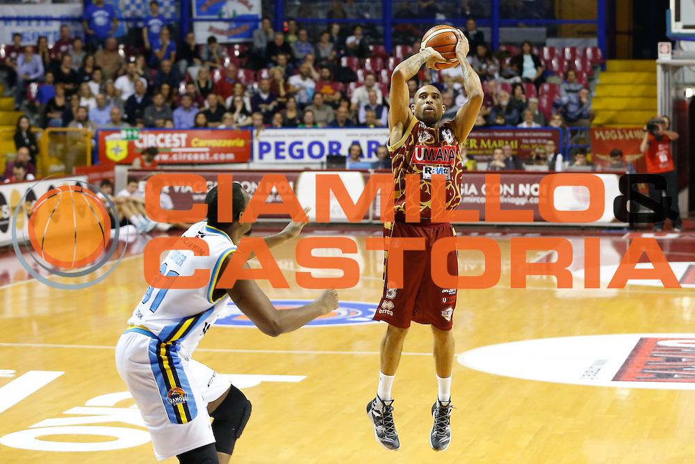 DESCRIZIONE : Venezia Lega A 2015-16 Umana Reyer Venezia - Vanoli Cremona<br /> GIOCATORE : Jarrius Jackson<br /> CATEGORIA : Tiro<br /> SQUADRA : Umana Reyer Venezia - Vanoli Cremona<br /> EVENTO : Campionato Lega A 2015-2016<br /> GARA : Umana Reyer Venezia - Vanoli Cremona<br /> DATA : 25/10/2015<br /> SPORT : Pallacanestro <br /> AUTORE : Agenzia Ciamillo-Castoria/G. Contessa<br /> Galleria : Lega Basket A 2015-2016 <br /> Fotonotizia : Venezia Lega A 2015-16 Umana Reyer Venezia - Vanoli Cremona