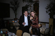 Stephen Frears and ALBA ARIKHA;. Dinner at San Lorenzo, Beauchamp Place after Tod's hosts Book signing with Dante Ferretti celebrating the launch of 'Ferretti,- The art of production design' by Dante Ferretti. 19 April 2005.  ONE TIME USE ONLY - DO NOT ARCHIVE  © Copyright Photograph by Dafydd Jones 66 Stockwell Park Rd. London SW9 0DA Tel 020 7733 0108 www.dafjones.com