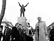 Workers' Party leader Tomás MacGiolla lays a wreath at the memorial for trade union leader James Larkin in O'Connell Street, Dublin, to commemorate the fortieth anniversary of Larkin's death. Also in the picture are Prionsias De Rossa and councillors Eric Byrne, Eamon Gilmore, Mike Jennings and Pat Rabbitte.<br />