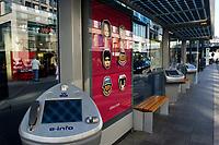 17 OCT 2003, BERLIN/GERMANY:<br /> Intelligente Wartehallen mit Internetanschluss der Firma Wall mit einer Kampagne der Firma AIWA auf Plakaten und Touchscreen Internet Terminals, Strassenbahnhaltestelle Friedrichstrasse und Bushaltestelle Potsdamer Platz<br /> IMAGE: 20031017-02-003<br /> KEYWORDS: Wartehaeuschen, Wartehäuschen