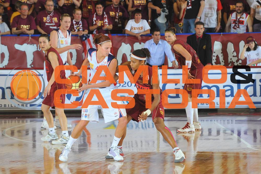 DESCRIZIONE : Venezia Lega A1 Femminile 2008-09 Play Off Finale Gara 4 Umana Reyer Venezia Cras Basket Taranto<br /> GIOCATORE : Marie Mahoney<br /> SQUADRA : Cras Basket Taranto<br /> EVENTO : Campionato Lega A1 Femminile 2008-2009<br /> GARA : Umana Reyer Venezia Cras Basket Taranto<br /> DATA : 10/05/2009<br /> CATEGORIA : Palleggio<br /> SPORT : Pallacanestro<br /> AUTORE : Agenzia Ciamillo-Castoria/M.Gregolin
