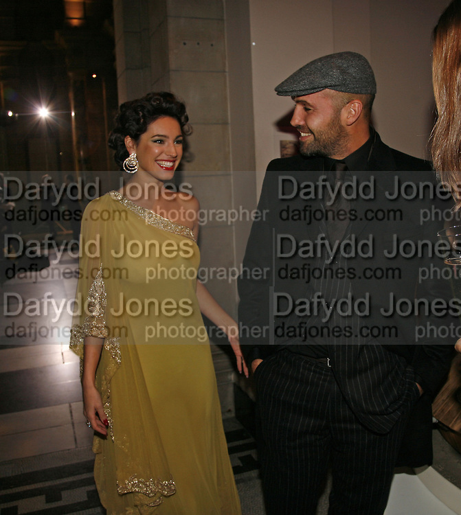Kelly Brook and Billy Zane, The British Fashion Awards  2006 sponsored by Swarovski . Victoria and Albert Museum. 2 November 2006. ONE TIME USE ONLY - DO NOT ARCHIVE  © Copyright Photograph by Dafydd Jones 66 Stockwell Park Rd. London SW9 0DA Tel 020 7733 0108 www.dafjones.com