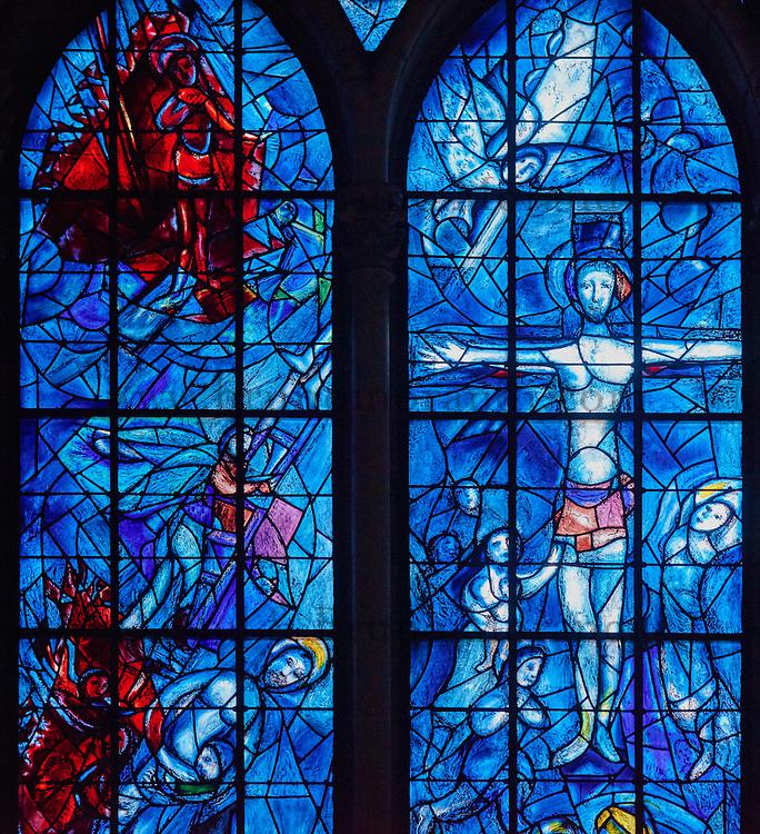 France, Marne (51), Reims, la cathédrale Notre-Dame de Reims, classée Patrimoine Mondial de l'UNESCO, cathédrale des sacres des rois de France, vitraux de la chapelle axiale réalisés en 1974 par Marc Chagall avec la collaboration de Charles Marq // France, Champagne, Reims, Reims Cathedral, The Stained Glass Window by Marc Chagall