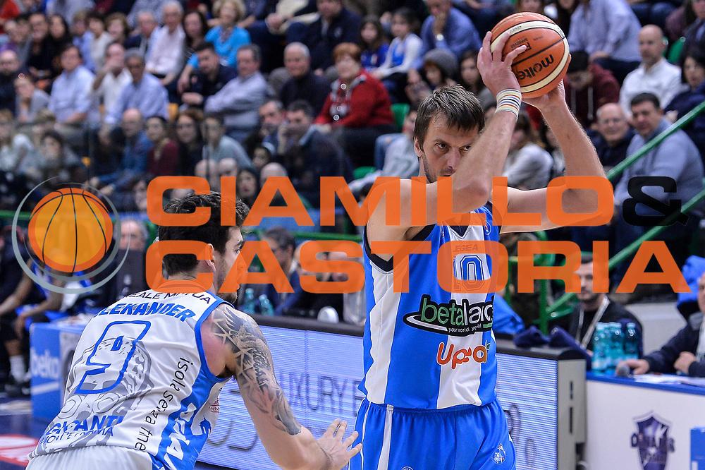 DESCRIZIONE : Beko Legabasket Serie A 2015- 2016 Dinamo Banco di Sardegna Sassari - Betaland Capo d'Orlando<br /> GIOCATORE : Sandro Nicevic<br /> CATEGORIA : Passaggio<br /> SQUADRA : Betaland Capo d'Orlando<br /> EVENTO : Beko Legabasket Serie A 2015-2016<br /> GARA : Dinamo Banco di Sardegna Sassari - Betaland Capo d'Orlando<br /> DATA : 20/03/2016<br /> SPORT : Pallacanestro <br /> AUTORE : Agenzia Ciamillo-Castoria/L.Canu