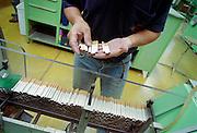 Nederland, Zevenaar 31-10-1999..Sigaretten produktie, productie bij BAT, b.a.t.,  british amarican tobacco, filtersigaret, Rothmans, Lucky Strike, sigaretten industrie, tabaksindustrie, longkanker, hart en vaatziekten, roken, verslaving, kosten gezondheidszorg..Foto: Flip Franssen/Hollandse Hoogte