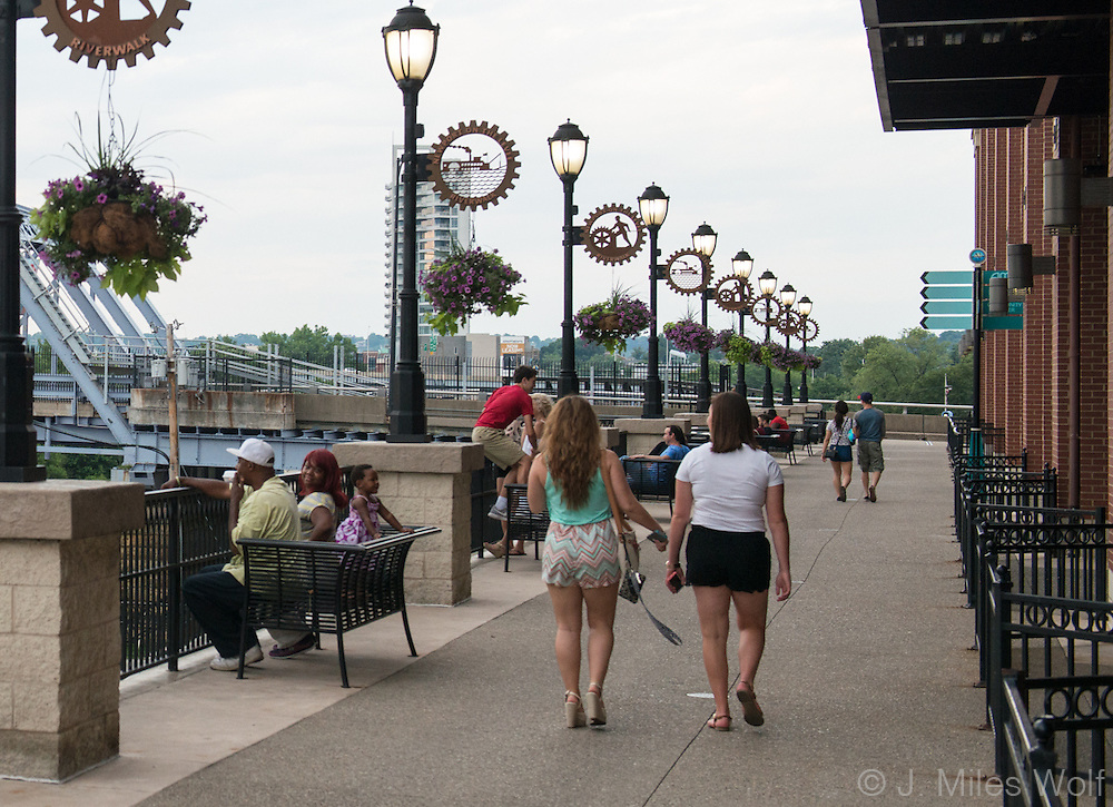 Riverwalk at Newport on the Levee