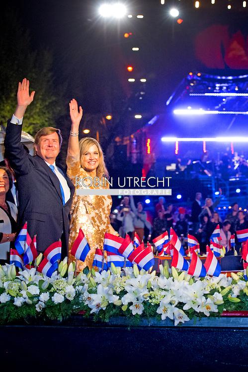 5-5-2016 thomas erdbrink en zijn vrouw Newsha Tavakolian AMSTERDAM - Queen Maxima and King Willem-Alexander and at the liberation concert at the Amstel in Amsterdam. (Afsluiting Nationale Viering van de Bevrijding) COPYRIGHT ROBIN UTRECHT<br /> 5-5-2016  AMSTERDAM - Koning Willem-Alexander , Koningin Maxima en minister-president Rutte zijn woensdagavond 4 mei aanwezig bij de Nationale Herdenking in Amsterdam. De Koning en Koningin en de minister-president wonen op 5 mei 's avonds in Amsterdam het concert bij ter gelegenheid van de afsluiting van de Nationale Viering van de Bevrijding. COPYRIGHT ROBIN UTRECHT