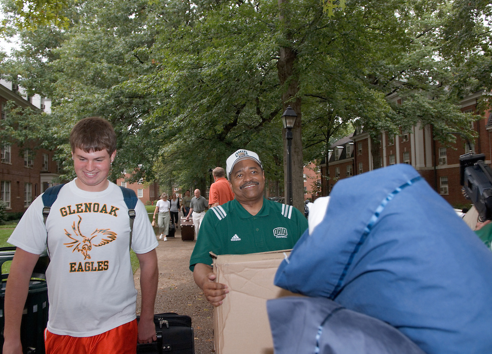 President McDavis & Mrs. McDavis Greeting students & families during Student Move in Day on 8/31/06