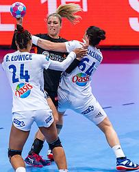14-12-2018 FRA: Women European Handball Championships France - Netherlands, Paris<br /> Second semi final France - Netherlands / Beatrice Edwige #24 of France, Nycke Groot #17 of Netherlands, Alexandra Lacrabere #64 of France