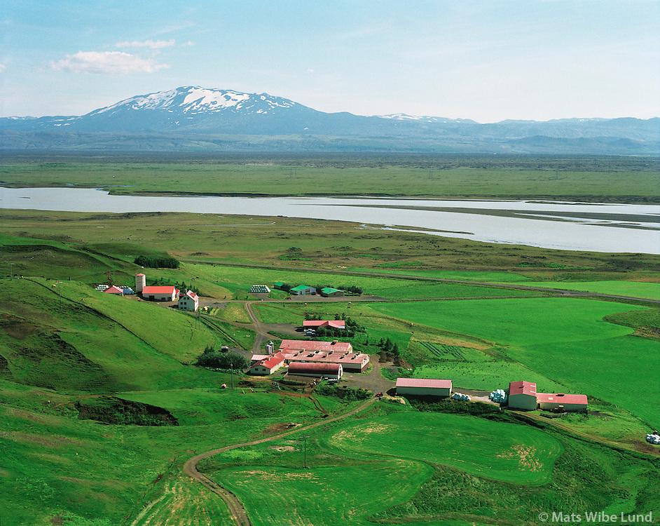 Hagi, Gnúpverjahreppur, Þjórsá og Hekla í baksýni..Hagi farm in Gnupverjahreppur., River Thjorsa and mount Hekla in background.