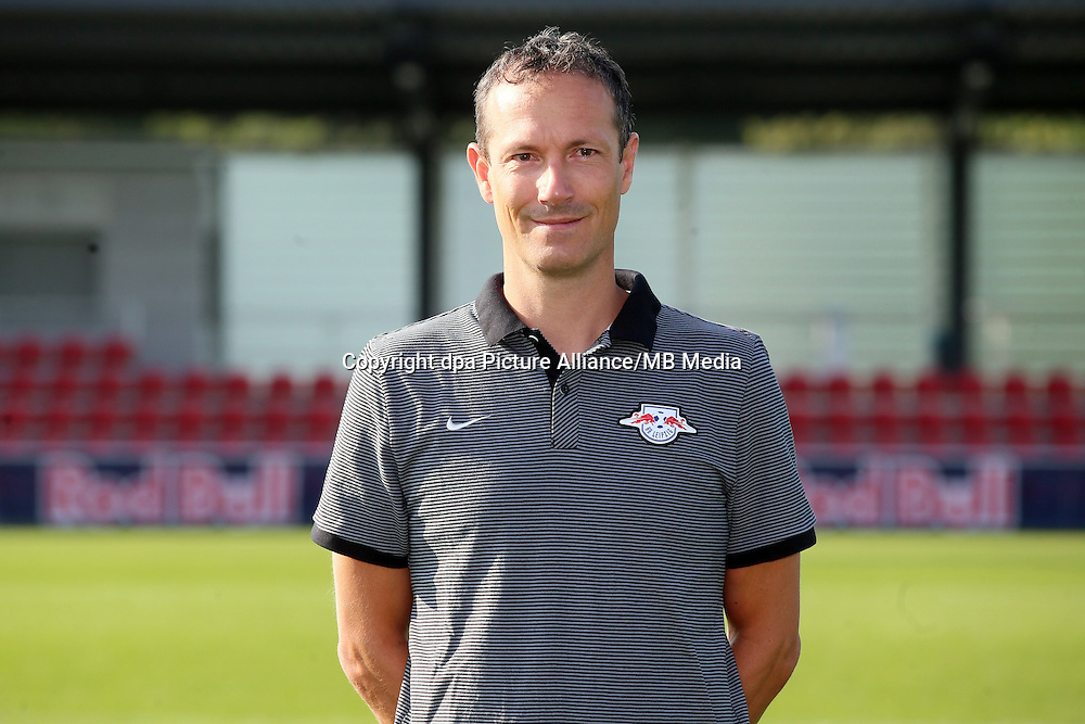 HANDOUT - 1. DFL, 1. Deutsche Bundesliga, RasenBallsport Leipzig, team photo shooting. Image shows physical therapist Nicolaus Schmid (RB Leipzig). Photo: GEPA pictures/ Roger Petzsche - For editorial use only. Image is free of charge. |
