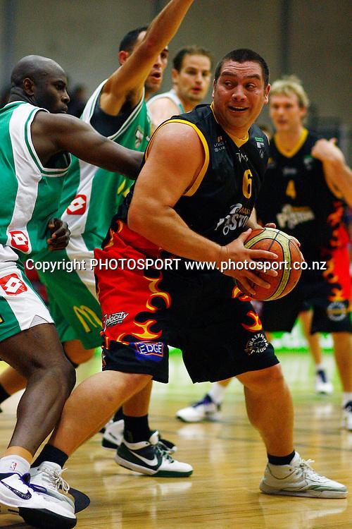 Pistons' Ray Cameron in action. Bartercard NBL, Waikato Pistons v Manawatu Jets, Hamilton Boys High School, Hamilton, New Zealand. Saturday 1st May 2010. Photo: Anthony Au-Yeung/PHOTOSPORT