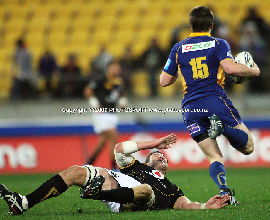 Otago fullback Ben Smith leaves Jeremy Thrush sprawling.<br /> Air NZ Cup Ranfurly Shield match - Wellington Lions v Otago at Westpac Stadium, Wellington, New Zealand. Friday, 31 July 2009. Photo: Dave Lintott/PHOTOSPORT
