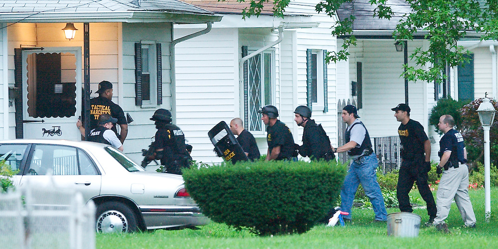 (PPAGE1) Neptune Twp  7/27/2004  A search team enters the home of the primary suspect wanted on federal warrants.  THis was on Brockton Avenue.      Michael J. Treola Staff Photographer......MJT