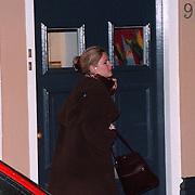 Emily Bremers verlaat haar woning in Den Haag