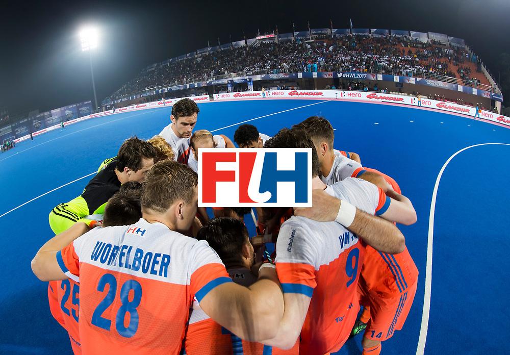 BHUBANESWAR - Huddle Oranje voor de Hockey World League Final wedstrijd Nederland-Argentinie. . COPYRIGHT  KOEN SUYK