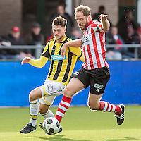 ROTTERDAM - Sparta - Vitesse , Voetbal , Eredivisie , Seizoen 2016/2017 , Het Kasteel , 11-12-2016 ,  eindstand 3-1 , Sparta speler Michel Breuer (r) in duel met Vitesse speler Ricky van Wolfswinkel (l)
