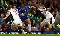 Photo: Daniel Hambury.<br /> Chelsea v West Bromwich Albion. The Barclays Premiership.<br /> 24/08/2005.<br /> Chelsea's Joe Cole gets between West Bromwich Albion's Thomas Gaardsoe (R) and Riccardo Scimeca.