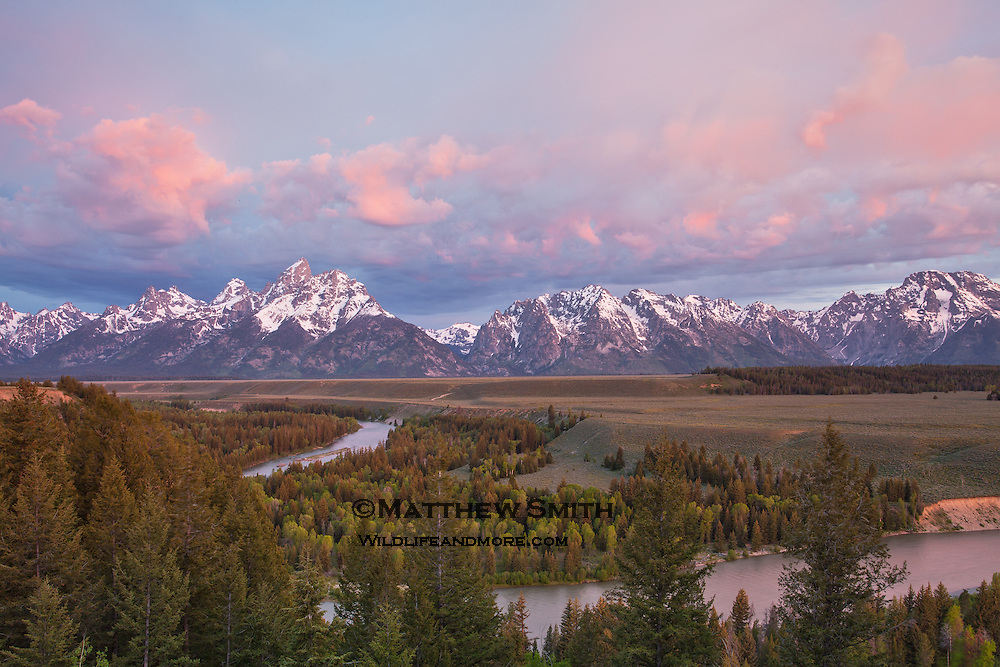 Sunrise over the Snake River Overlook in Grand Teton National Park