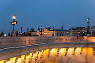 France. Paris. 1st district . The pont Neuf on the Seine river connect rive droite and rive gauche / le pont neuf