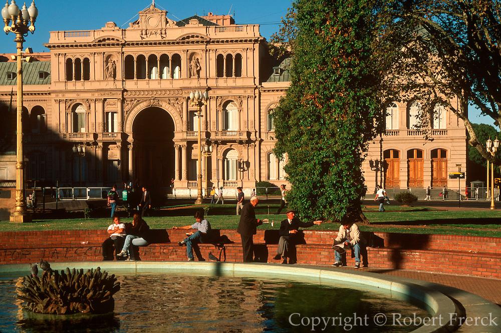 ARGENTINA, BUENOS AIRES Plaza de Mayo, Casa Rosada