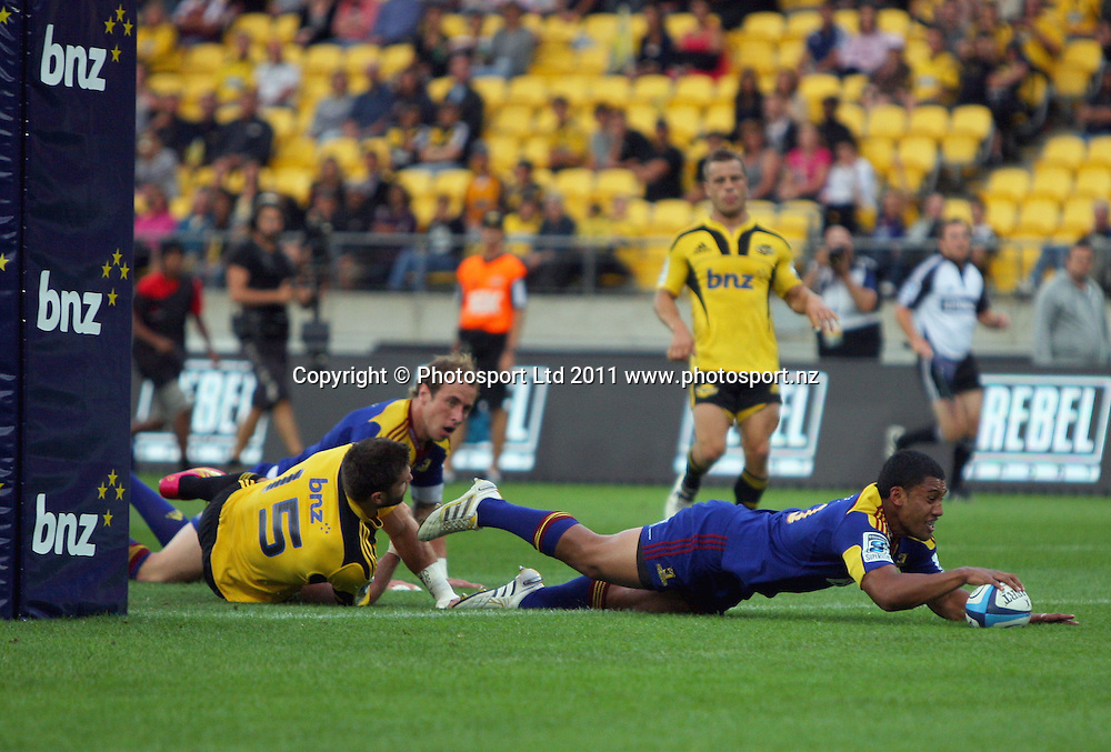 Highlanders first five Lima Sopoaga scores the only try of the match. Super 15 rugby match - Hurricanes v Highlanders at Westpac Stadium, Wellington, New Zealand on Friday, 18 February 2011. Photo: Justin Arthur / photosport.co.nz