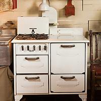 Rustic Cabin: Vintage kitchen stove
