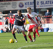 Dundee&rsquo;s Nick Ross and Kilmarnock&rsquo;s Luke Hendrie - Dundee v Kilmarnock in the Ladbrokes Scottish Premiership at Dens Park, Dundee. Photo: David Young<br /> <br />  - &copy; David Young - www.davidyoungphoto.co.uk - email: davidyoungphoto@gmail.com