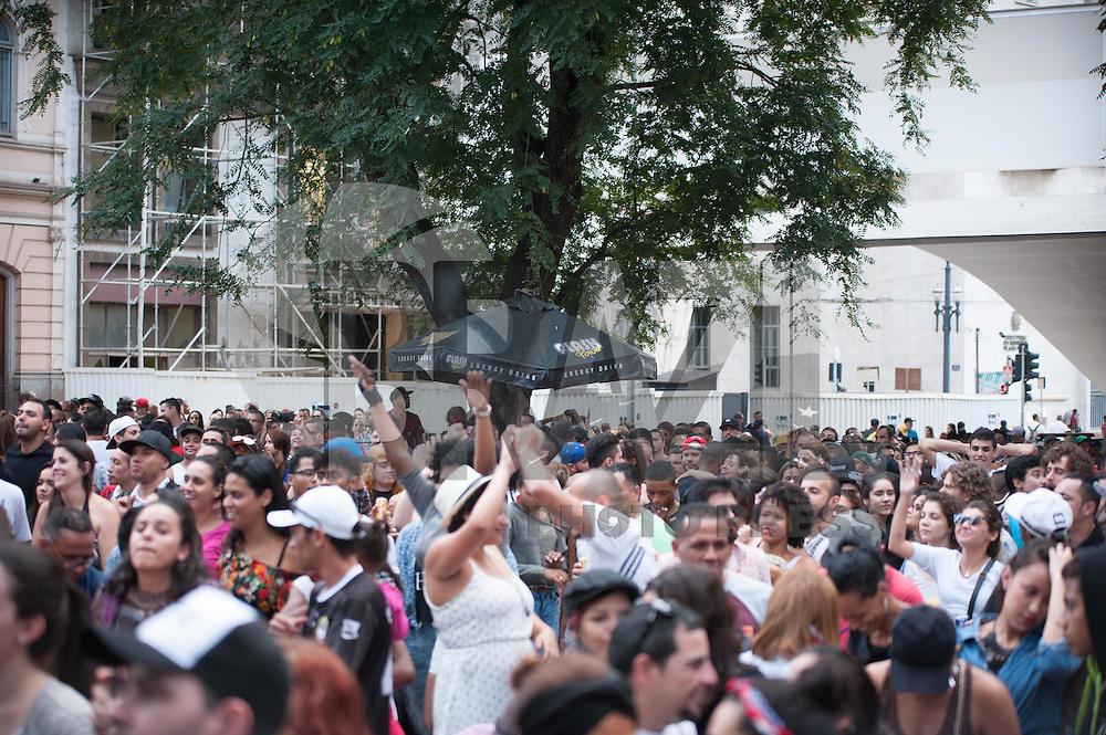 SÃO PAULO,SP, 22.05.2016 - VIRADA-CULTURAL - Banda Bicho de Pé durante apresentação no palco do Patriarca na Virada Cultural 2016 no centro de São Paulo, neste domingo, 22. (Foto: Rogério Gomes/Brazil Photo Press)