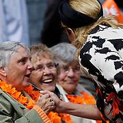 NLD/Middelburg/20100430 -  Koninginnedag 2010, Maxima in gesprek met enkele gehandicapten