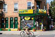 à Little Italy / La Petite Italie, Montréal, Québec, Canada, 2008 08 18. © Photo Marc Gibert / adecom.ca