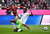 Fussball  1. Bundesliga  Saison 2016/2017  14. Spieltag  FC Bayern Muenchen - VfL Wolfsburg    10.12.2016 Philipp Lahm (li, FC Bayern Muenchen) gegen Josuha Guilavogui (re, VfL Wolfsburg)