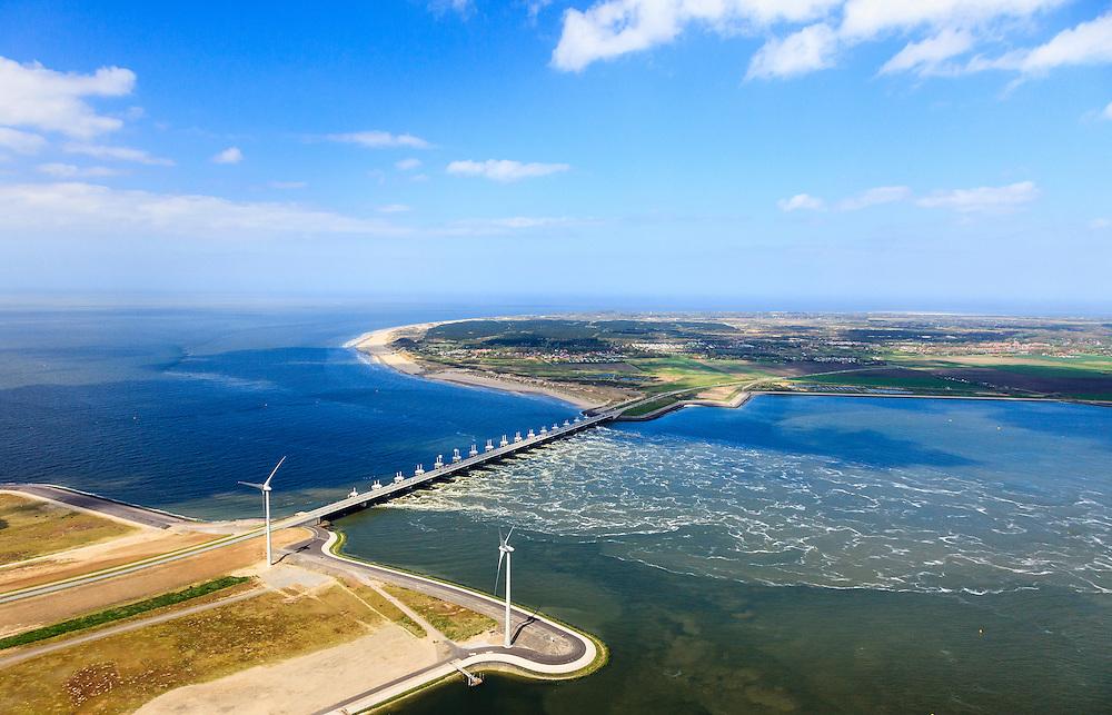 Nederland, Zeeland, Oosterschelde, 09-05-2013; Oosterschelde Stormvloedkering tussen Schouwen en Noord-Beveland met inkomend tij. Sluitgat Hammen met werkeiland Roggenplaat. Links van de kering de de Noordzee, Schouwen-Duiveland in de achtergrond..Storm surge barrier in Oosterschelde (East Scheldt), between Islands of Schouwen-Duiveland and Noord-Beveland; North Sea on the left side of the barrier. Under normal circumstances the barrier is open to allow for the tide to enter and exit. In case of high tides in combination with storm, the slides are closed..luchtfoto (toeslag op standard tarieven).aerial photo (additional fee required).copyright foto/photo Siebe Swart