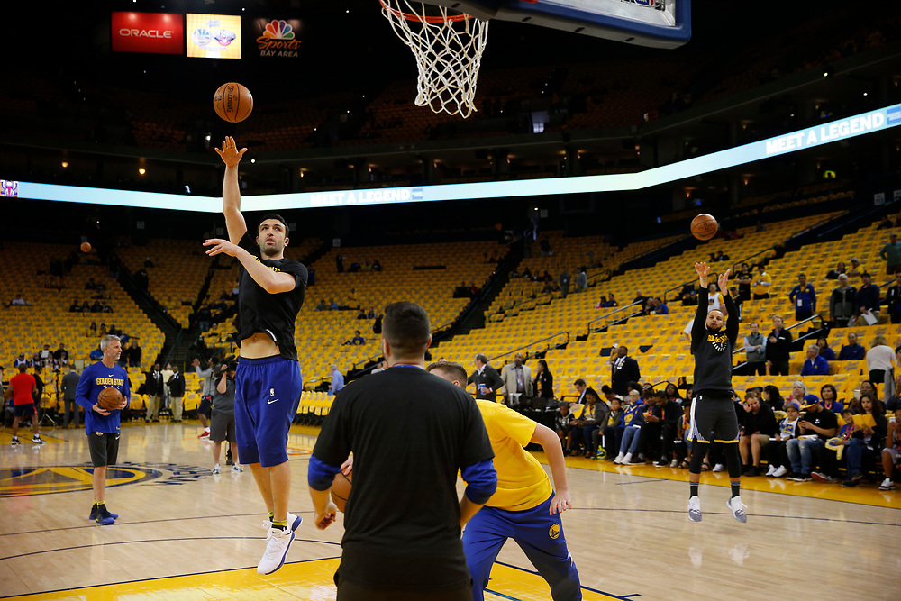 Golden State Warriors guard Stephen Curry (30) practices before the start of Game 2 of the NBA Western Conference semifinals between the Golden State Warriors and New Orleans Pelicans at Oracle Arena, Tuesday, May 1, 2018, in Oakland, Calif.