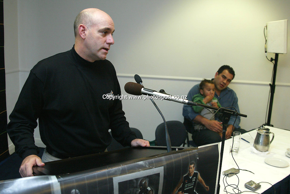 Pero Cameron with son Flynn and coach Tab Baldwin at a Tall Blacks press conference at the Spencer on Byron Hotel, Takapuna, Auckland, 16 May, 2002. Photo: Chris Skelton/PHOTOSPORT<br />