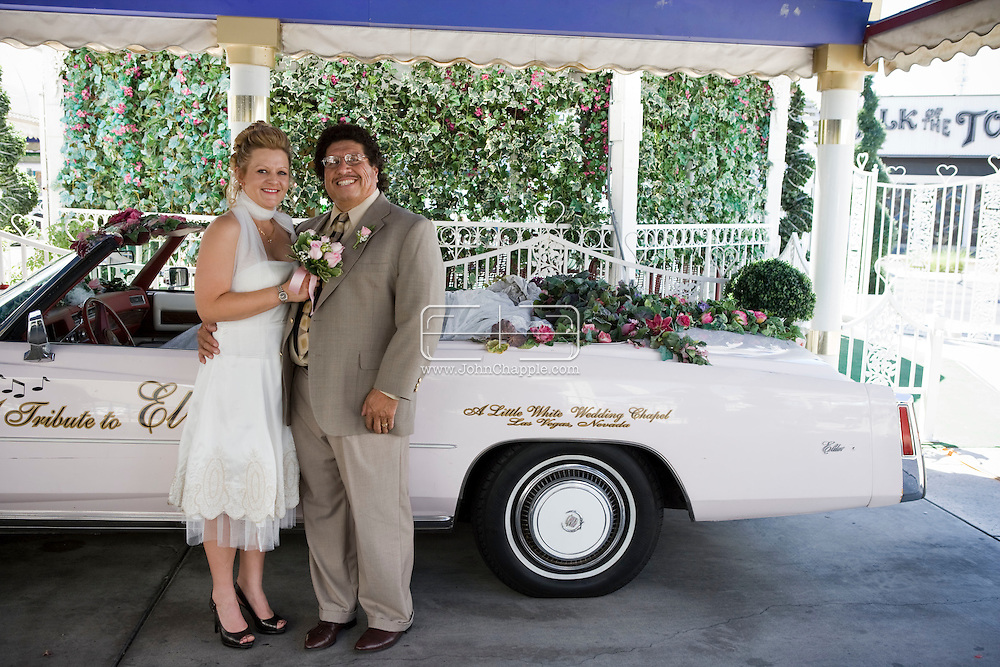 5th June 2010. Las Vegas, Nevada. Known around the world as one of the most Famous places to be married, The Little White Wedding Chapel in Las Vegas has wed stars from Britney Spears to Judy Garland. Pictured is Sara Driggs, 38, and groom Lou Salazar, 59, from Las Vegas. PHOTO © JOHN CHAPPLE / www.chapple.biz.john@chapple.biz  (001) 310 570 9100.