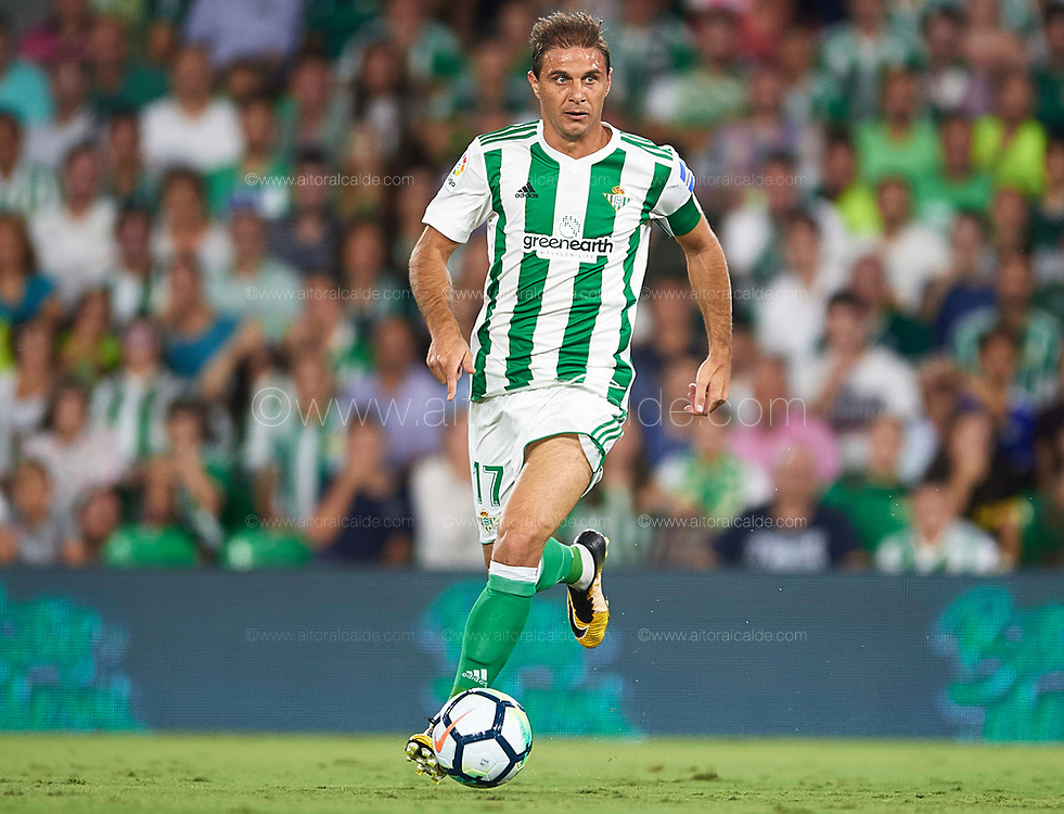 SEVILLE, SPAIN - SEPTEMBER 25:  Joaquin Sanchez of Real Betis Balompie in action during the La Liga match between Real Betis and Levante at Estadio Benito Villamarin on September 25, 2017 in Seville, .  (Photo by Aitor Alcalde Colomer/Getty Images)