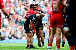 Henry Slade of Exeter Chiefs hugs Billy Vunipola of Saracens - Mandatory by-line: Ryan Hiscott/JMP - 01/06/2019 - RUGBY - Twickenham Stadium - London, England - Exeter Chiefs v Saracens - Gallagher Premiership Rugby Final