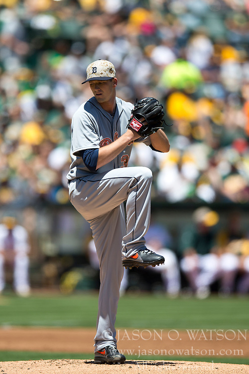 OAKLAND, CA - MAY 26:  Drew Smyly #33 of the Detroit Tigers pitches against the Oakland Athletics during the first inning at O.co Coliseum on May 26, 2014 in Oakland, California. The Oakland Athletics defeated the Detroit Tigers 10-0.  (Photo by Jason O. Watson/Getty Images) *** Local Caption *** Drew Smyly