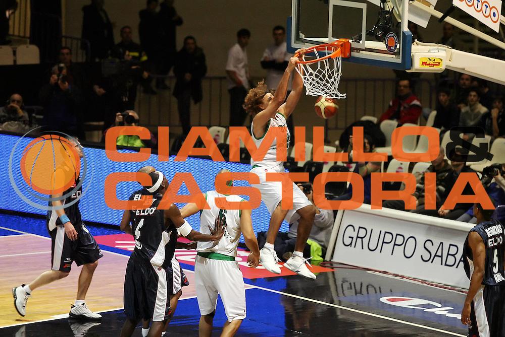 DESCRIZIONE : Bologna Coppa Italia 2006-07 Quarti di Finale Montepaschi Siena Eldo Napoli<br /> GIOCATORE : Stonerook<br /> SQUADRA : Montepaschi Siena<br /> EVENTO : Campionato Lega A1 2006-2007 Tim Cup Final Eight Coppa Italia Quarti di Finale<br /> GARA : Montepaschi Siena Eldo Napoli<br /> DATA : 09/02/2007<br /> CATEGORIA : Schiacciata<br /> SPORT : Pallacanestro <br /> AUTORE : Agenzia Ciamillo-Castoria/G.Cottini<br /> Galleria : Lega Basket A1 2006-2007<br /> Fotonotizia : Bologna Coppa Italia 2006-2007 Quarti di Finale Montepaschi Siena Eldo Napoli<br /> Predefinita :