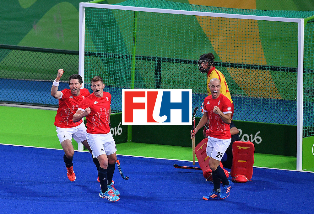 Britain's players celebrate after Sam Ward (2nd L) scored a goal during the mens's field hockey Britain vs Spain match of the Rio 2016 Olympics Games at the Olympic Hockey Centre in Rio de Janeiro on August, 12 2016. / AFP / Carl DE SOUZA        (Photo credit should read CARL DE SOUZA/AFP/Getty Images)