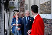 Mr. Pieter van Vollenhoven was dinsdagavond 21 juni in Utrecht aanwezig bij de 500ste verjaardag van de luidklokken in de Domtoren.<br /> De klokken- en geschutsgieter Geert van Wou maakte in 1505 &eacute;&eacute;n van de grootste geluien in Europa: dertien luidklokken die een samenhangende toonreeks vormen. Het bijzondere van de Domklokken is dat ze nog altijd met de hand worden geluid. <br /> <br /> Mr. Pieter van Vollenhoven was Tuesday evening 21 June in Utrecht present at 500 anniversary of the bellringing?  in the domtoren. The bells were made in 1505 one of the largest bells in Europe: Thirteen Bells which a coherent tone range forms. Particular of the bells is that they are still sounded with the hand.