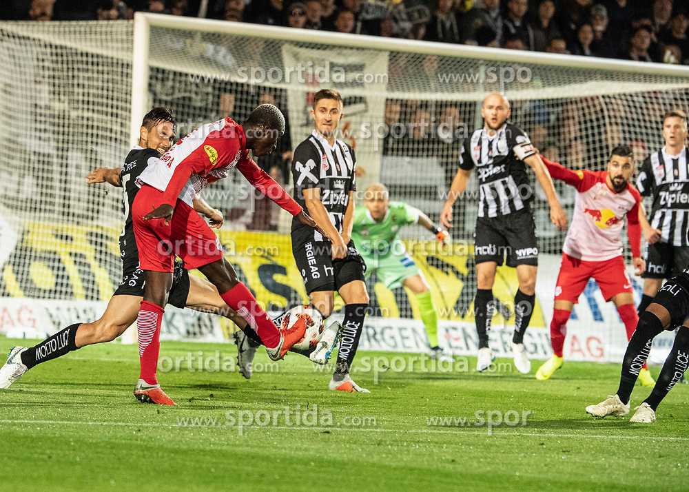 28.10.2018, TGW Arena, Pasching, AUT, 1. FBL, LASK Linz vs FC Red Bull Salzburg, Grunddurchgang, 12. Runde, im Bild Amadou Haidara (FC Red Bull Salzburg) erzielt das 2 zu 0 // during the Austrian Football Bundesliga 12th round match between LASK Linz and FC Red Bull Salzburg at the TGW Arena in Pasching, Austria on 2018/10/28. EXPA Pictures © 2018, PhotoCredit: EXPA/ Reinhard Eisenbauer