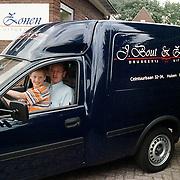 Kindervacantiewens 1999, auto rijden bij drukkerij Bout