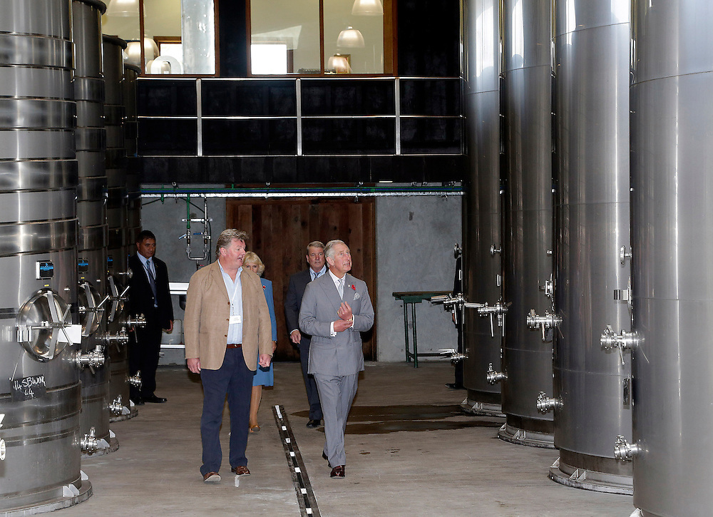 Prince Charles, Prince of Wales and Camilla, Duchess of Cornwall during their tour of the Mahana winery near Nelson, New Zealand, Saturday, November 07, 2015. SNPA / Reuters, Anthony Phelps **POOL**